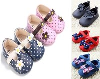Wholesale Cheap Newborn Girl Shoes - 2017 Newborn bowknot sporty girl walking shoes sneakers prewalker cheap Children lace square mouth single shoes CL