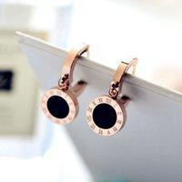 ingrosso orecchini d'oro dei branelli neri-Orecchini a bottone da donna placcato oro rosa titanio classico con numeri romani / moda unisex economici orecchini con perline nere