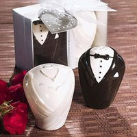 Wholesale Groom Salt Pepper - Free Shipping Ceramic Bride and Groom Salt and Pepper Shakers Pepper Pot Favors Wedding Gifts