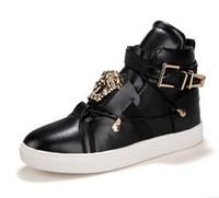sapatos de hip hop vermelhos venda por atacado-Personalidade Homens de Metal Sapatos Casuais de Couro PU cor Sólida Hip Hop Dos Homens Sapatos Casuais Tamanho Grande 37-45 Sapatos Para Homens Preto Branco Vermelho