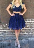 vestido de marinha curta de duas peças venda por atacado-Azul marinho Falso Duas Peças Curtas Homecoming Vestidos 2017 V Neck Cap Mangas Lace Lantejoulas Mini Curto Vestidos de Cocktail Desgaste Da Graduação