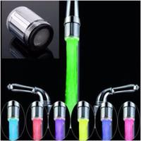 tête de robinet de cuisine led achat en gros de-7 couleurs LED robinet de lumière de la lumière de la tête de douche d'eau LED avec adaptateur pour la plupart robinet de salle de bains cuisine robinet