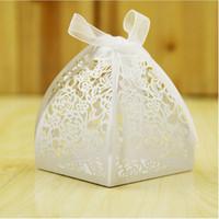 şeker kutuları toptan satış-Düğün Favarı Candy Box Mini Lazer Oyma Hediye Kutusu Parti Yaratıcılıkları Yaratıcı Çikolata Kutusu 2 adet Ferrero Rocher koyabilir