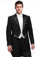 trajes de etiqueta negro esmoquin al por mayor-Por encargo Negro Tailcoat Peak Lapel Novio Tuxedos Padrinos de boda de los hombres Trajes de boda El mejor hombre trajes (chaqueta + pantalones + chaleco)
