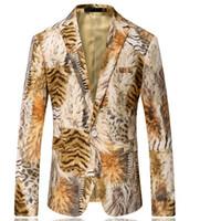 ingrosso tessuto in velluto coreano-Autunno inverno nuovo stile maschile moda giacca in tessuto di velluto marrone stile coreano stampa moda giacca sportiva sottile giacca casual buono per giovane uomo