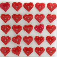 feux de forme de dessin animé achat en gros de-Nouveau 50 pcs / ensemble dessin animé rouge en forme de coeur motif clignotant LED s'allument insigne / broche broches décoration de parti P - 20