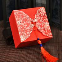 chinesischen traditionellen süßigkeiten-box großhandel-Traditionelle chinesische rote Hochzeits-Süßigkeits-Kasten-Quasten, die Bevorzugungs-Kasten-Größe 9x9x6cm Wedding sind, geben freies Verschiffen wen4465 frei