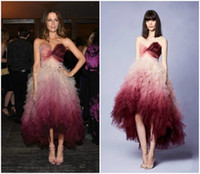 High Low Ombre Prom Kleider 2018 Kate Beckinsale inspiriert Marchesa Celebrity Kleider Rüschen Rock Hallo Lo Homecoming Kleid Schatz Hals