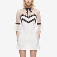 yeni parlama kıyafeti dantel kollu toptan satış-Beyaz ve siyah Kadınlar 2019 Yeni Yaz Stil Dantel Tığ Pist Elbise marka Tasarım Flare yarım Kollu Tatil diz üstü Parti Elbiseler