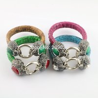 5Pcs Mixed Color Snake Leather Bangle, Malaio Jade com Crystal Paved Gems Metal Ring Clasp Charm Jewelry Bangle Bracelet