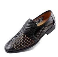 damat için siyah ayakkabı toptan satış-YENI yaz Son Damat elbise ayakkabı erkek nefes oymak PU deri ayakkabı erkek Delik için delik deri sandalet beyaz siyah kahverengi
