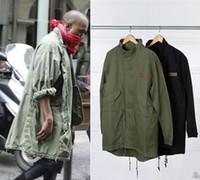 abrigos militares verdes al por mayor-Venta caliente de los nuevos hombres Hop Hop chaqueta abrigo rompevientos Kanye West negro / verde largo estilo militar europeo gabardina hombres