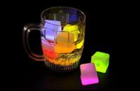 funkelnde eiswürfel großhandel-12Pcs / lot Wasser-Sensor-funkelnde LED-Eiswürfel-leuchtende multi Farbe-glühender trinkbarer Dekor für Ereignis-Partei-Hochzeit