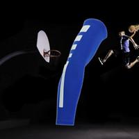ingrosso maniche di braccio di basket blu-Commercio all'ingrosso- Uomini Sport Basketball Shooting Ciclismo Compressione Manicotto del braccio Gomitiere Pad Pads Supporto Brace Arm Warmers 1Pc Blu