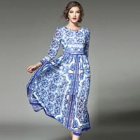 lange hülse weinlese silk kleider großhandel-Luxus-Seide hochwertige Designer China Print Runway Maxi Kleid Frühling Frauen Langarm Vintage ethnischen blau und weiß gedruckt langes Kleid