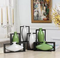 зеленая белая ваза оптовых-Современная форма яйца с деревянной рамой керамическая ваза для домашнего декора настольная ВАЗа белый зеленый цвета