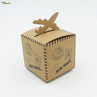 Vente en gros-50pcs Air Mail avion modèle de papier kraft nature avec de la corde de chanvre marron papier carré de mariage de bonbons Box Party Favors