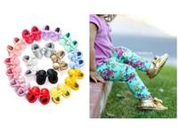 ingrosso scarpe da ginnastica-19 Colori Scarpine per bambini Mocassini Suola morbida Cuoio Passerelle in pelle Toddle Scarpine per ragazze prewalker con fiocco morbido nappine scarpe bambino