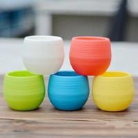 ingrosso mini piantatori-7 * 7cm Mini vasi da fiori Multi colori rotondi fioriere in plastica Perdita Foro d'acqua Design Piante grasse Vaso da giardino Vendita calda B