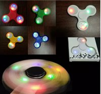 2017 triangle LED Spinner à main en plastique LED Fidget Spinner Finger Fingertip Gyro Tri-Spinner Handspinner Fidget Toys EDC Decompression Toy