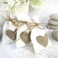 Atacado-Trendy White Natural Linen Drawstring Wedding Favor Bags Pouch Heart Shape Wedding Gift Bags Jewelry Bag (Set Of 12)