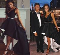 robes de soirée noires achat en gros de-Noir Blanc Haut Bas Satin Robes De Bal V Cou 2018 Mode Salut Lo Lo Robes De Soirée Simple Robes De Soirée Robes De Soirée Expédition Rapide