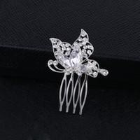 kelebek tarak gümüş toptan satış-Sparkly Avusturyalı Kristal Kelebek Düğün Saç Tarak Tiara El Yapımı Gümüş Takı Gelin Metal Saç Tarak Aksesuarları Kadınlar için