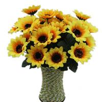 ingrosso giallo fiori falsi-Fiore di seta giallo girasole decorativo 7 ramo / bouquet due dimensioni scegliere fiori artificiali decorazione della casa fai da te fiori finti spedizione gratuita