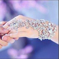 bracelets de diamants en argent achat en gros de-Nouvelle Arrivée De Luxe Diamant Cristal De Mariée Gant Poignet Sans Doigts De Mariage Bijoux Bracelets pour La Mariée Vente Chaude Perlée Mariage Bracelets