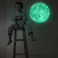 Vente en gros - 2017 Hot 30cm Moon Glow in the Dark Moonlight Luminous Art Mural Sticker mural pour enfants Chambre Décoration intérieure Pegatinas De Pared