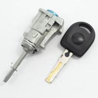 vw sürücüsü toptan satış-Sıcak Satış VW Sağ Kapı Kilidi Sürücü Sağ Kapı Kilidi Ile Bir Kesim Anahtar Volkswagen Passat Uyar
