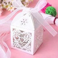 kalp kutuları kurdeleler toptan satış-DIY Düğün hediye kutusu Kalp Lazer Kesim Şeker Favor Kutuları Kurdele Ile Düğün Masa Dekorasyon için