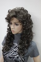 schöne lange haare frauen großhandel-freies Verschiffen Bezaubernde schöne Art und Weise neue Art und Weisefrauen mittlere braune lose lockige 60cm lange synthetische Haarperücke