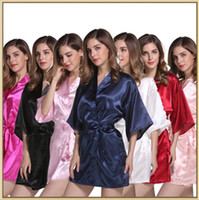 Compra Kimono Vestito Corto-Accappatoio Kimono Solid Bath Robe Wedding Bride Damigella d'onore Night Dress Women Silk Stain Night Gown Breve pigiama Nightwear Sleepwear B2405