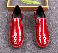 Hommes britpop Designer Shoes Glittering punk paillettes Studed Rivet Spike Loafer chaussure Pour homme robe mariage chaussures noir or rouge