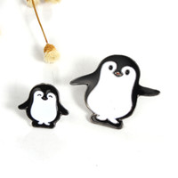 Wholesale Kawaii Jewelry - Wholesale- 1pc Harajuku Alloy Enamel Kawaii White Black Penguin Broche Badges Lapel Pins Safe Brooches Scarf Cool Boy Women Jewelry Gifts