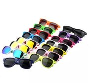 Wholesale cheap polarized sunglasses wholesale - New Womens and Mens Most Cheap Modern Beach Sunglass Plastic Classic Style Sunglasses Many colors to choose Sun Glasses