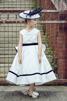 New Arrival 2017 A Line Party Dress Festa de Aniversário Flower Girl Dress White Color Bow Kids V Neck Cheap Wholesale Vestido