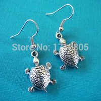 2017 Hot 50Pair / lot Ancient Silver Cute Sea Turtle Charm Pendants Dangle Earrings Womens Accessories DIY Holiday Gifts Frete Grátis Z376