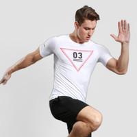 camiseta triángulo hombre al por mayor-Camiseta de manga corta para hombre de color sólido de Europa y Estados Unidos. Patrón triangular