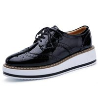 Grossiste Femmes Plateforme Oxfords Brogue Flats Chaussures en cuir verni Lace Up Pointu Toe Luxe Marque Beige Creepers respirant Vintage Shoes
