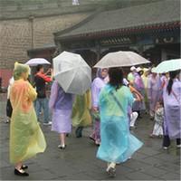 raincoats großhandel-Einmaliger Regenmantel-Mode-Wegwerf-PVC-Regenmäntel Poncho-Regenkleidung-Spielraum-Regen-Mantel-Regen-Abnutzungs-Reise-Regen-Mantel B1101
