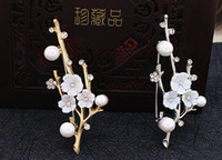 Wholesale Plum Blossom Brooch - The plum blossom shell pearl diamond brooches for women flowers pins scarves buckle