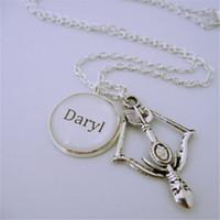 arco de plata collar de flecha al por mayor-12pcs / lot The Walking Dead inspirado Daryl arco y flecha encanto collar tono plateado