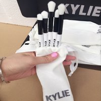 Wholesale White Collection Wholesale - Kylie Brush Set Limited Edition Holiday Collection Kylie Jenner Cosmetics Makeup Brushes Set 5 pcs Kit Foundation Powder Face Brush Gift Bag