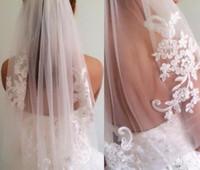 diamantes de marfim venda por atacado-Em estoque Curto Uma camada Comprimento da cintura frisado diamante Appliqued véu de noiva branco ou marfim véus de noiva com pente