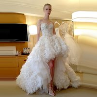 Wholesale Bridal Gowns Ostrich Feathers - Elegant Ruffles Tulle Lace Wedding Dresses 2017 Sweetheart Beach Ball Gown Bridal Gowns with Ostrich Feather Long Train Custom New Design