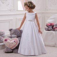 Hot Flower Girl Dress Bianco A-Line Bow Sash Sleeveless Solid O-Collo Ragazze prima comunione Dress Vendita calda Vestido De Comunion