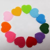 Lotto 100pcs Imbottito in feltro colorato cuore Appliques Craft Doll's Kid Lots