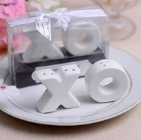 Wholesale Hugs Kisses Salt Shaker - Ceramic XO hugs and kisses salt and pepper shakers wedding favors bridal shower gifts Free shippng